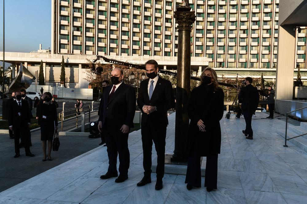 Το επίσημο δείπνο στο Προεδρικό Μέγαρο - Συγκίνησε ο Κάρολος όταν είπε στα ελληνικά: «Χαίρε ω χαίρε ελευθεριά» - ΕΛΛΑΔΑ